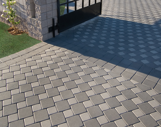 Hopschots pattern with custom light and dark Gray paver